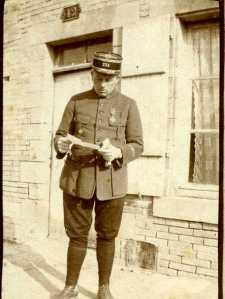 Février 1917. A Courtisols le  lieutenant Cotton  caton ou citon (photo Geroges Gras)