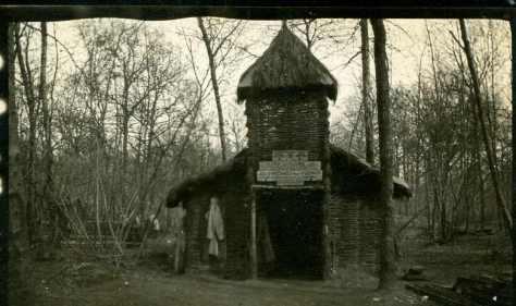 Avril 1917  Au bois de Beau marais chapelle du centre aurousseau (photo Georges Gras)