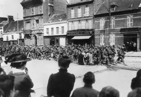 1313365-Entrée_des_troupes_allemandes_à_Amiens_le_31_août_1914