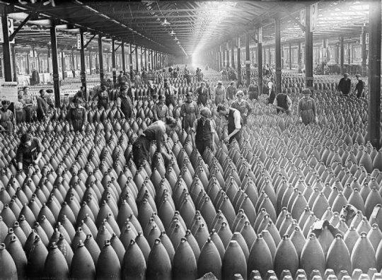 Loin des tranchées : quand les multinationales européennes engrangeaient déjà les profits de la guerre