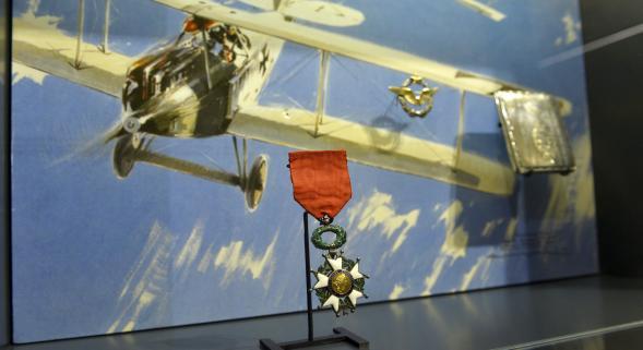 La Légion d'honneur du fameux aviateur Frantz à la Pompelle