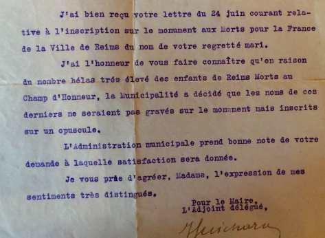 1926 :la ville répond à une question posée par la veuves Pinet quant à l'impossibilité de mentionner sur le monument aux morts les noms des milliers de soldats et de civils mort à Reims