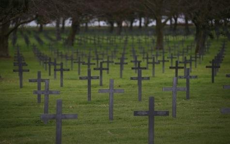 Austérité et mise en scène lugubre dans les cimetières allemands