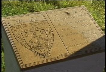 Plaque commémorative dressée sur la Butte de Vauquois à la mémoire des sapeurs pompiers de Paris tués et brûlés lors de la journée du 6 juin 1915
