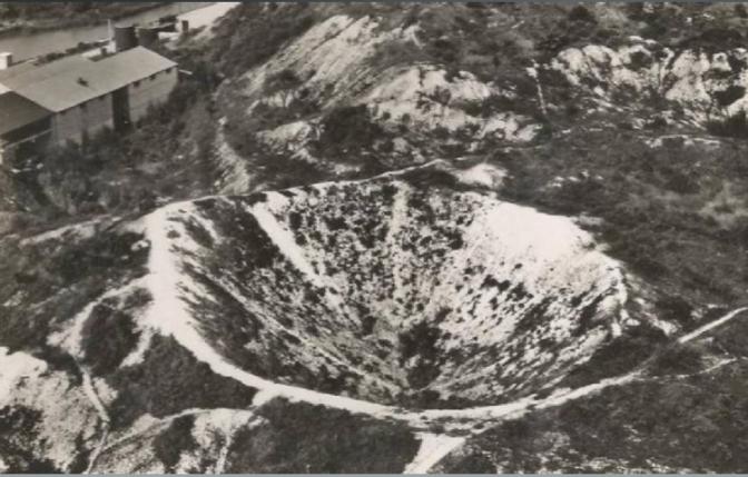 323/journal du 23 juin 1915:Berry-au-Bac: les mines provoquent un entonnoir de 40 m de diamètre