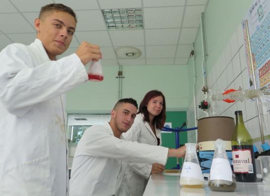 Compiègne : des lycéens ont reconstitué les odeurs des tranchées
