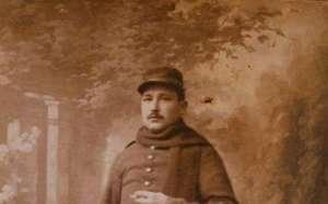 pierre-lavielle-a-ete-soldat-durant-toute-la-guerre-de-1914-1918-ici-son-casque-sa-gourde-et-les-quatre-carnets-de-temoignages
