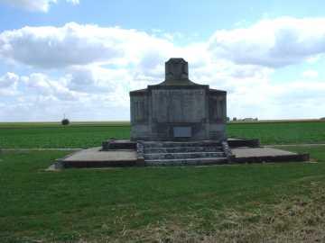 983/12 avril 1917: à Auberive (Marne)  un monument aux canonniers du  226 ème RI