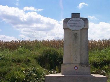 1007/6 mai 1917: Monument à la mémoire de Marcel Duquenoy au Chemin des Dames