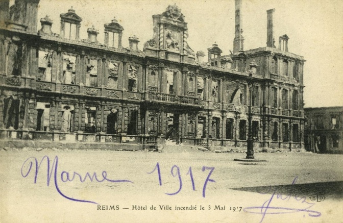 1004/3 mai 1917: destruction de l'hôtel de ville de Reims