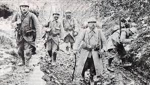 1033/1 juin 1917: mutineries: 2.000 hommes insultent un général