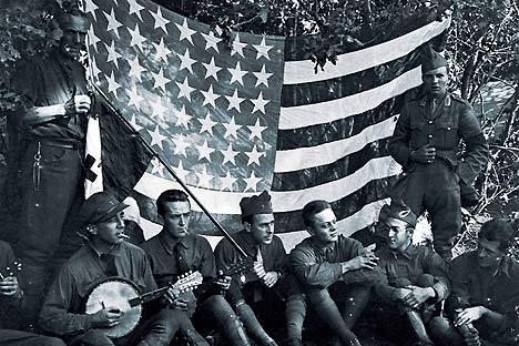 1066/4 juillet 1917: les Américains à Paris