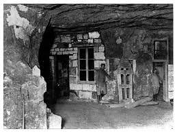 1069/7 juillet 1917: l'histoire de la caverne du dragon