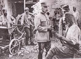 1122/29 août 1917: au général Pétain de la grande croix de la Légion d'honneur à Verdun