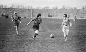 1154/30 septembre 1917: premier match de football féminin