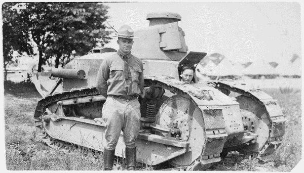 1195/10 novembre 1917: une école de chars à Bourg ( Haute-Marne)