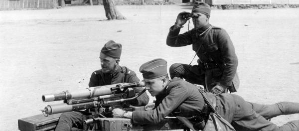 1220/5 décembre 1917: Langres (52) création d'une école de tir américaine