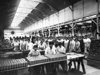 1305/28 février 1918: 6.000 salariées dans l'usine Citroën
