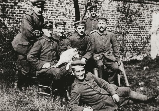 1462/4 août 1918: le caporal Hitler obtient la Croix de Fer